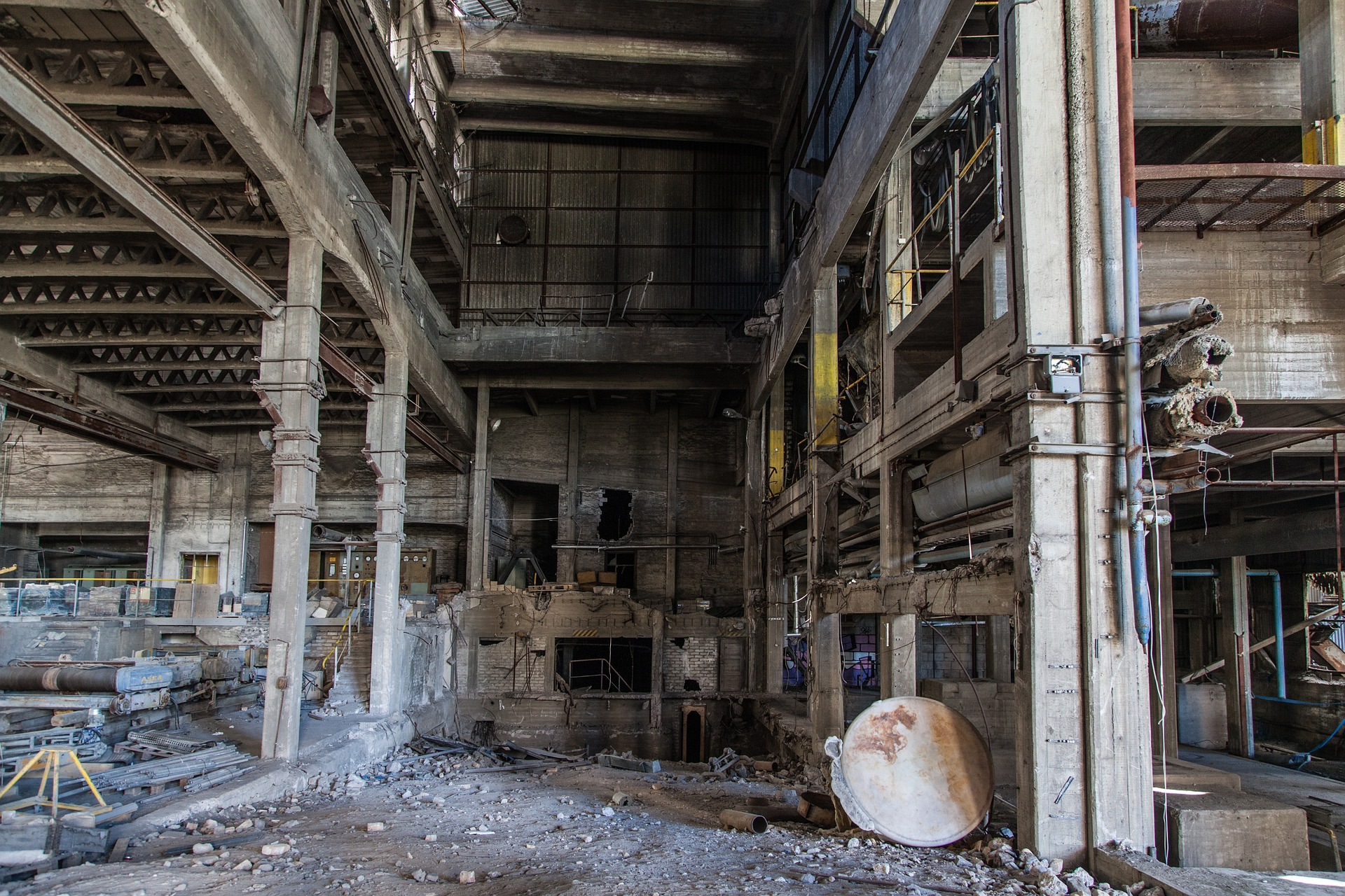 abandoned-factory-1513012_1920